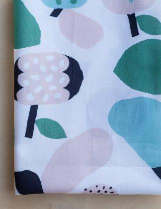 Kauniste - Vaaleanvihreä Tutti Frutti -puuvillakangas