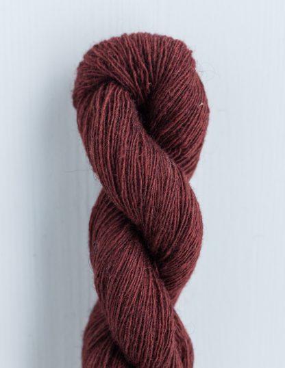 Isager - Spinni - Tummaviininpunainen 33S